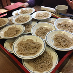 Teuchisarasobajimbee - 皿そば。20皿あります。一皿の量は少なそうに見えますが、以外とあります。
