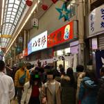 八重勝 - 開店前にはお客がびっしり。(^^;)