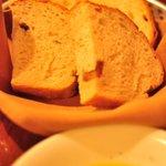 ブラチェリア デリツィオーゾ イタリア - 薪窯パン二種