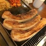 チーズとお肉の韓国料理 ベジテジや - 焼いていい香りがたまりません♪