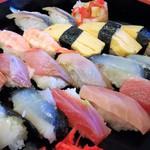 61594140 - にぎり寿司20貫のアップ。