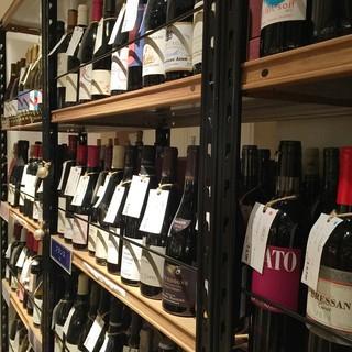【ソムリエ厳選】併設セラーに200本以上のワイン