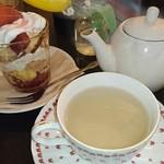 TigerLily - マロウとミントのハーブティー&グラスケーキ