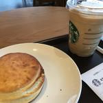 スターバックスコーヒー - バターミルクビスケット&コーヒー フラペチーノ