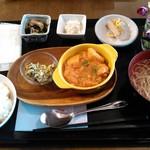 笑ん座カフェ - 料理写真:本日のランチ(チキンとジャガイモのトマト煮込み)