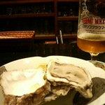 ザ・ベイスメント - ブラウマイスターと生牡蠣