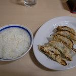 羅亜麺 魚金 - ランチタイム サービスの ライス と 新装オープンで無料の 焼き餃子