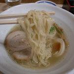 羅亜麺 魚金 - 麺 拡大