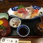 割烹料理 石亭 - 料理写真:お刺身定食(ご飯お味噌汁お替り可のようです)