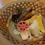 磯料理 竹波 - ツムブリの塩焼き 初めて食します。脂があって美味しかった
