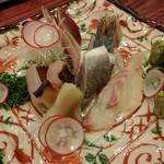 ゆうがた - 刺し身盛合せ(スマカツオ、炙りサワラ、鯵、黒ムツ、本ミル貝、真鯛)