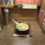 一蘭 本社総本店 - ラーメンば食べるときは、ラーメンだけに集中せんね!