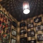 柳堂 - 独特の内装とライティング