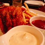 ロックハリウッド - 『フィッシュ&チップス』様(値段知らない)魚はナイルパーチだそうで白身ながらふっくら美味しい~