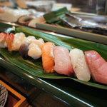 千春鮨 - お任せにぎり:中トロ、平目、金目鯛、浜中産 鮭児、ホタテ、ホッキ貝、ボタンエビ、ズワイガニ