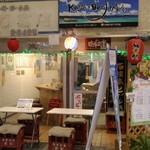 琉球立飲酒場 - 入口の立飲酒場とカッシーズバーの看板の関係は?