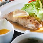 キッチンなの花 - 料理写真:季節の魚ランチ(石巻産真鱈):980円/2017年1月