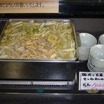 どんまい - 日替りで温かい煮物をやってました。1鉢100円