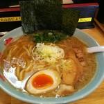 西村家 - 料理写真:濃厚豚骨ラーメン並 硬め濃いめ多め。¥700