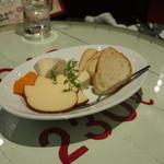 61634012 - チーズの盛り合わせ