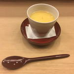 重よし - 蛤の酒蒸しの出汁の下にごく滑らかでゆるい鰹出汁の茶碗蒸し。緩さは本当に限界値。