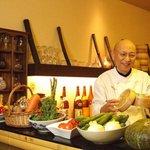 蒸亭 - カウンターにはドドン!と地野菜が。お客さんに注文を伺ってから調理いたします。
