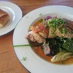 Restaurant L LOTA - やんばる若鶏の骨付きもものコンフィーとセットのパン