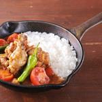 野菜を食べるカレー camp - トマトと生姜のチキンカレー