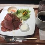 カフェ アンド デリ ベッカーズ - ローストビーフマウンテンプレート レギュラー