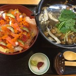 海鮮バラちらし・きのこ汁丼