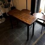 パニーノ専門店 ポルトパニーノ - 新しテーブル席ができていました、桐のテーブルが素敵です、今日はこちらでいただきます(2017.1.24)