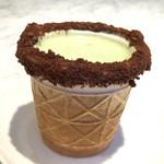 エニウェア・ドア - コーンショット       チョコクランチ×チョコクリーム(ホワイト)380円       抹茶ラテ 250円