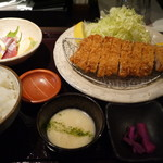 産直青魚専門 御厨 - 美明豚ロースカツ定食 1200円。
