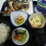 しげちゃん - 600円の日替わりランチ!(メイン・小鉢2品・茶碗蒸し・ご飯・お吸い物・漬物)