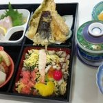 しげちゃん - ランチレディースセット1575円(ちらしし・刺身・天ぷら・煮物・茶碗蒸しなど)他お吸い物・魚照り焼き付き