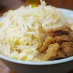 ラーメン二郎 - 料理写真:ラーメン、ぶた入り