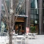 コーヒービーン&ティーリーフ - 日本橋交差点にテラス席