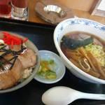 味の北京亭 - チャーシュー丼セット。