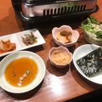 めいげつ - ハラミBランチ 副菜など