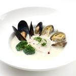 ダンスキューブ・カフェ - 魚介類の豆乳仕立てスープ