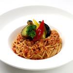 ダンスキューブ・カフェ - 彩り野菜のトマトソーススパゲッティーニ