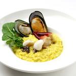 ダンスキューブ・カフェ - 魚介類の玄米リゾット-サフラン風味