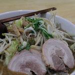 ニューラーメンショップ イセヤ - 野菜みそラーメン900円。2010年12月撮影。