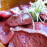 米沢牛焼肉 仔虎 - 米沢牛炙り刺し丼(2010年)