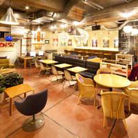 プラネットサード - 店内広々66席。開放感のある空間でゆったりとおくつろぎ下さい。