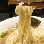 麺屋 鉄風 ミヤマチ - 麺は細くモチモチ食感で、とろみがかった鶏白湯スープとも良く合います。