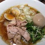 ねむ瑠 - 赤鶏と蛤の中華そば、醤油味、煮玉子入り