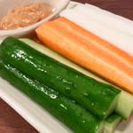 酒と肴 じん - 野菜スティック。