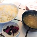 東京トンテキ - ご飯も豚汁も熱々
