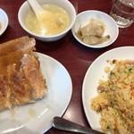 ニイハオ 恵馨閣 - 羽根付き餃子+炒飯
